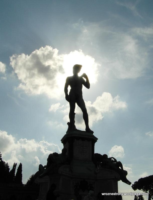 Kopia posągu Dawid Michała Anioła stojąca na Piazzalo Michelangelo we Florencji.