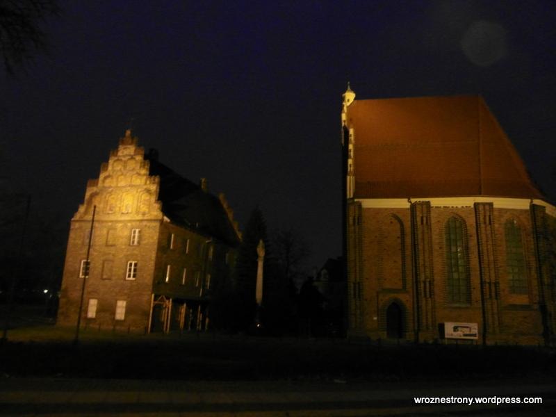 Zabudowania obok katedry