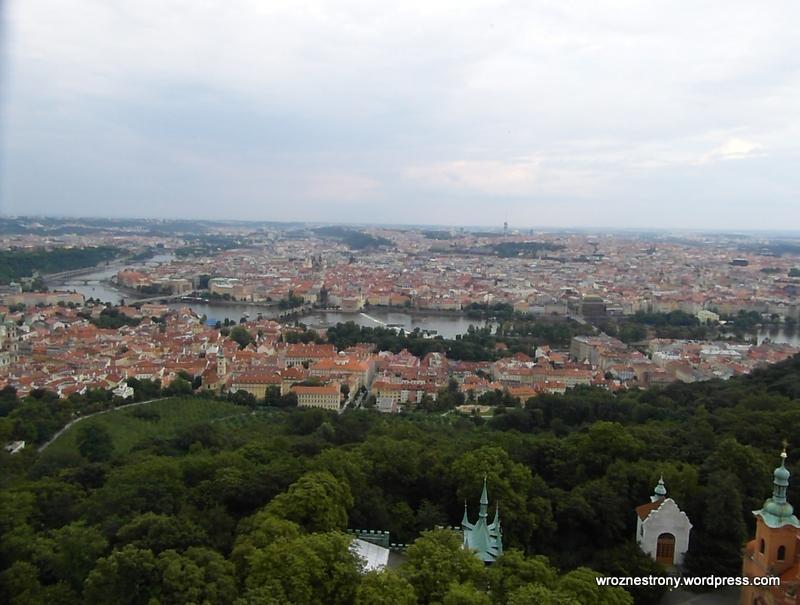 Widok na Pragę z wieży Petrin