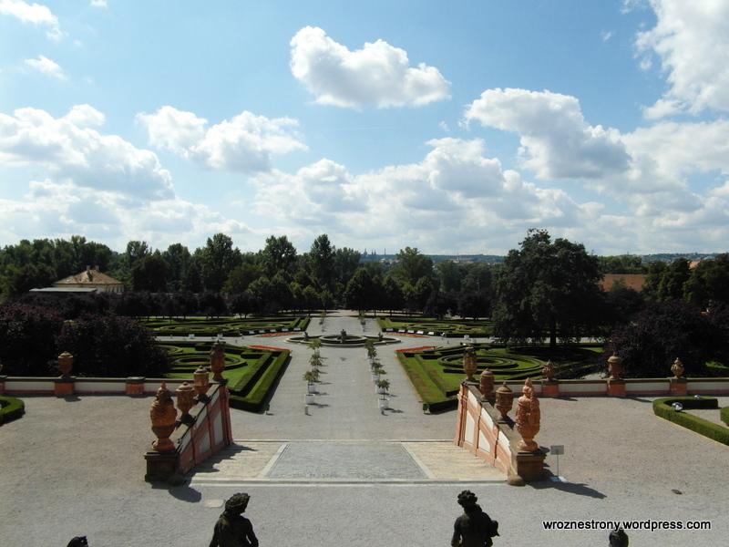 Park przy Pałacu Trojskim