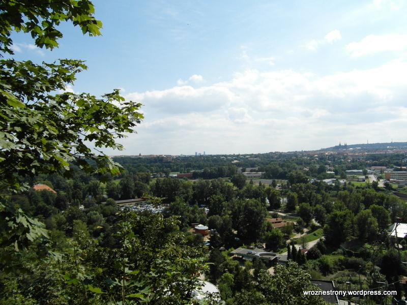 Widok na Pragę z wyżej położonych terenów zoo