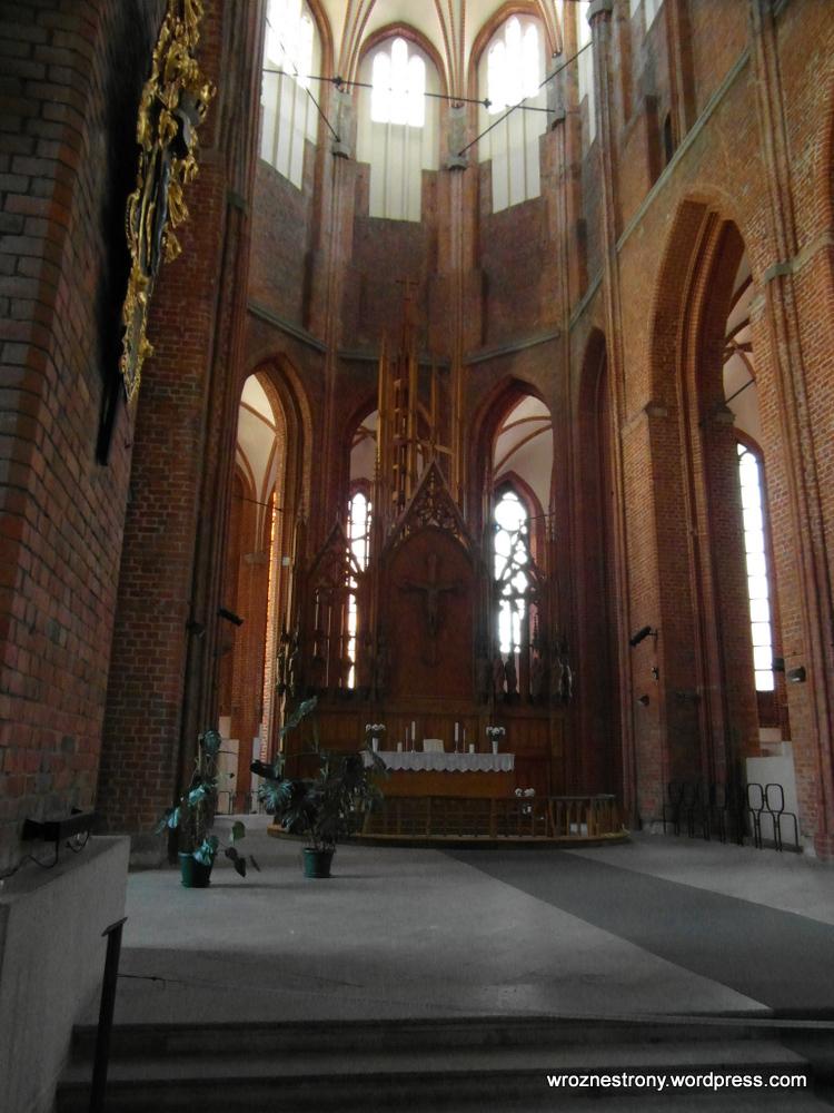 wnętrze katedry protestanckiej