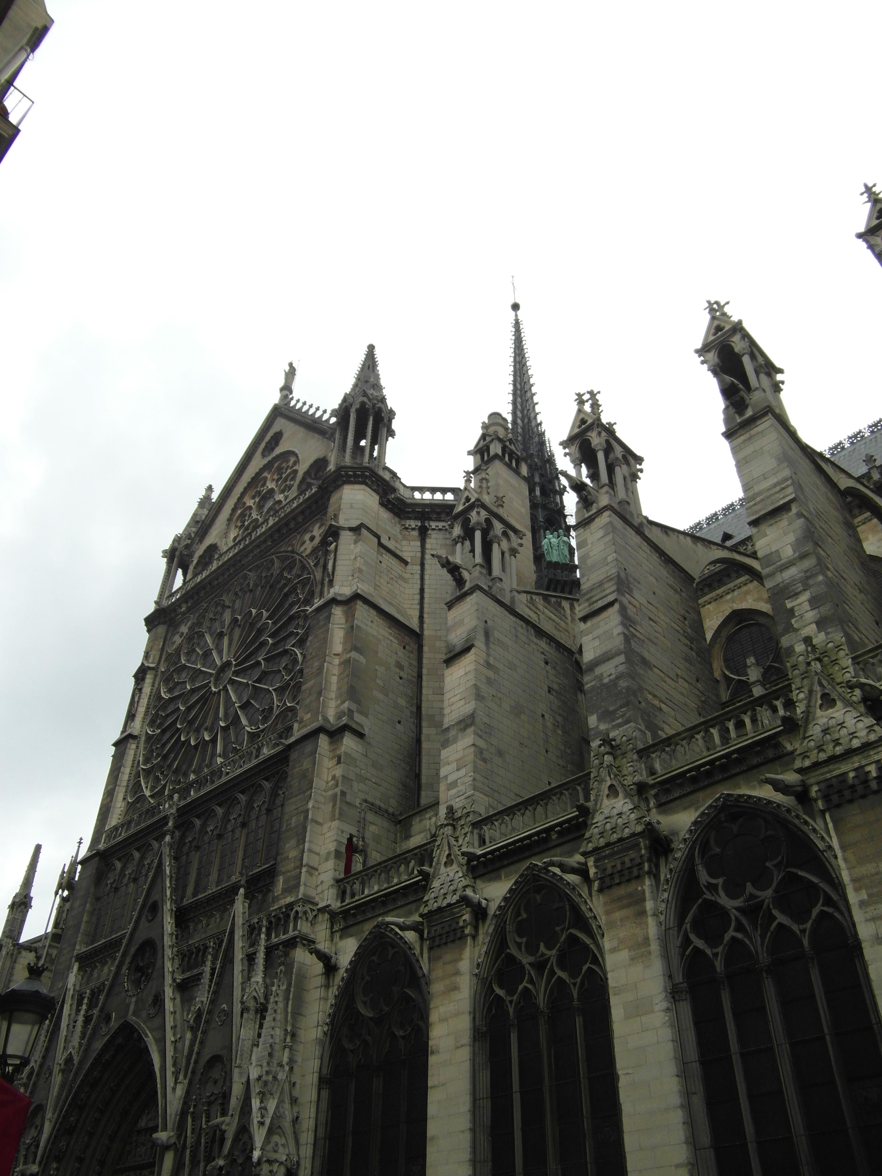 Katedra z boku
