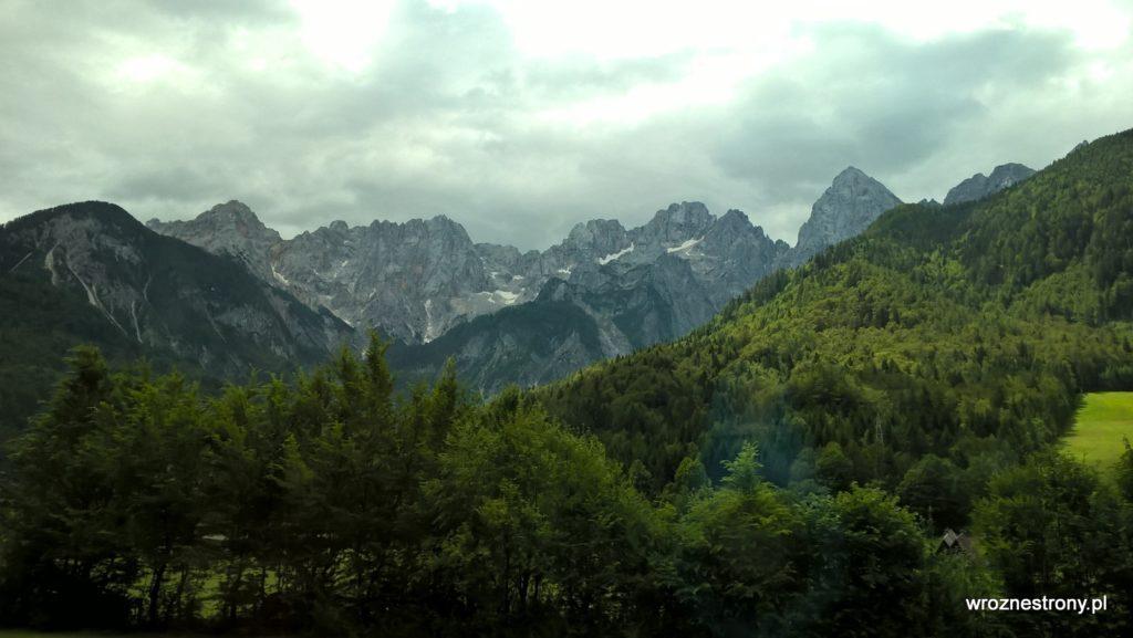 Widok z autobusu na trasie Kranjska Gora- Mojstrana, Alpy Julijskie