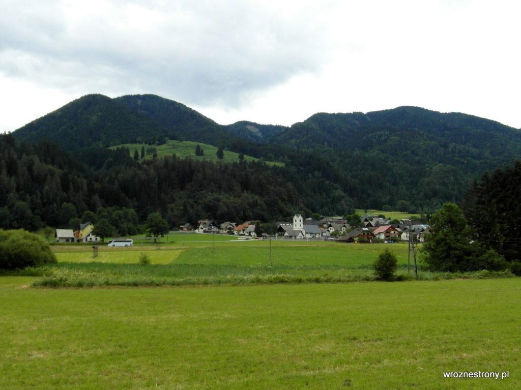 W oddali wieś Podkoren