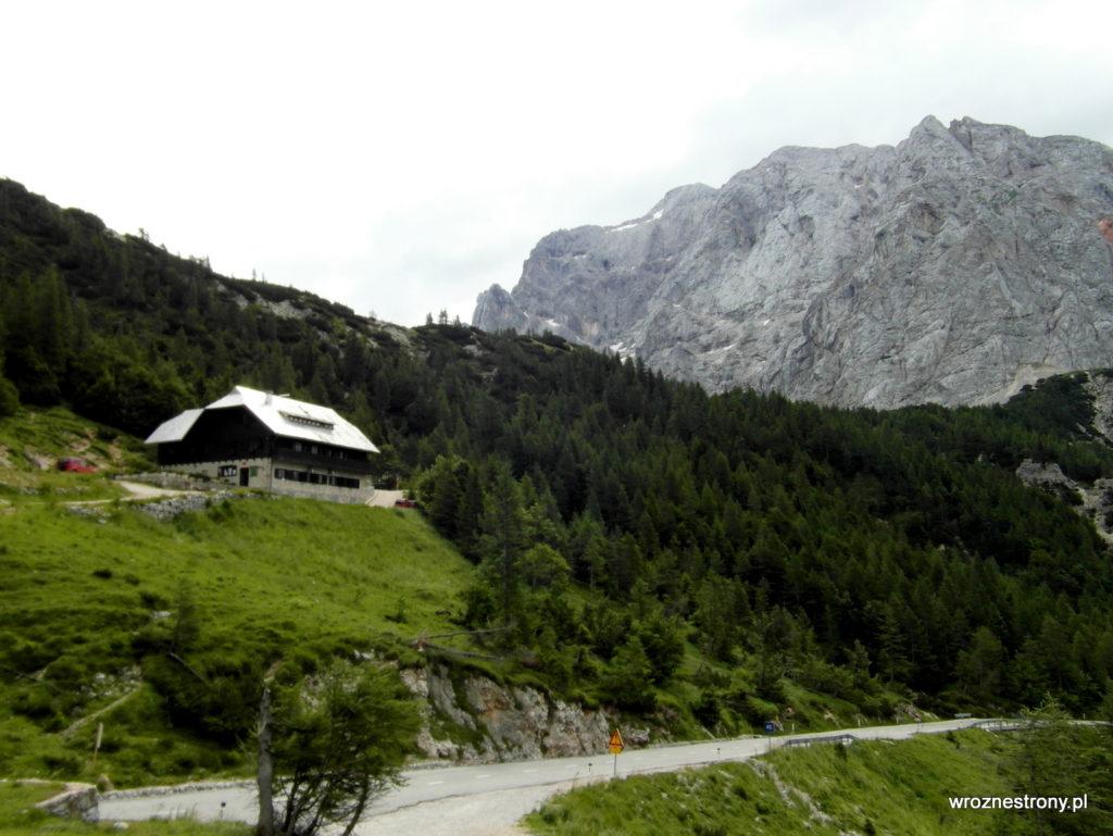 Przełęcz Vršič i schronisko Tičarjev dom na Vršiču