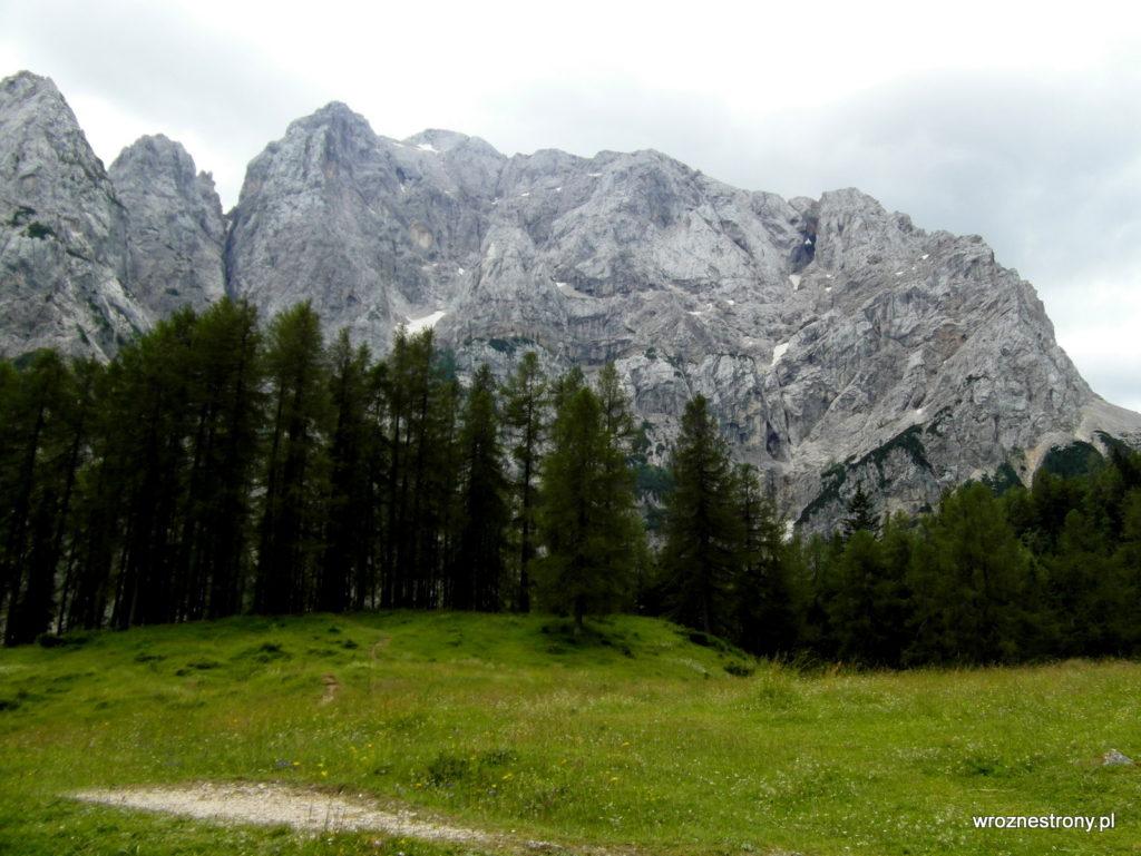 zwany też Prisank (2547 m) - w prawym górnym rogu skalne okno