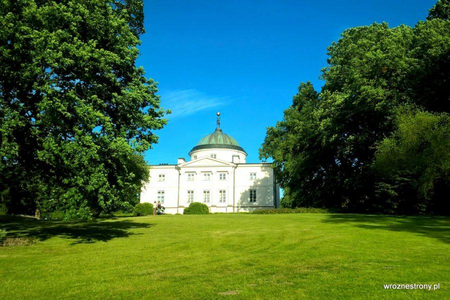 Pałac w Lubostroniu od strony parku