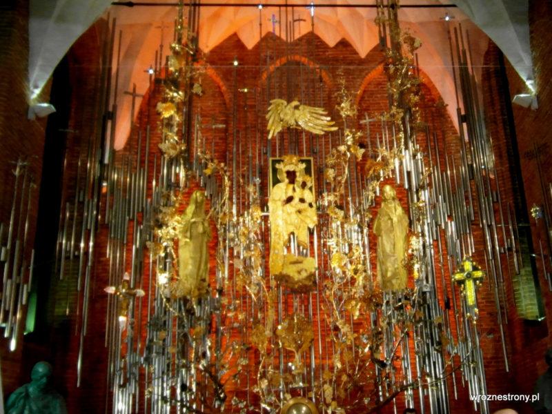 Bursztynowy ołtarz w kościele św. Brygidy