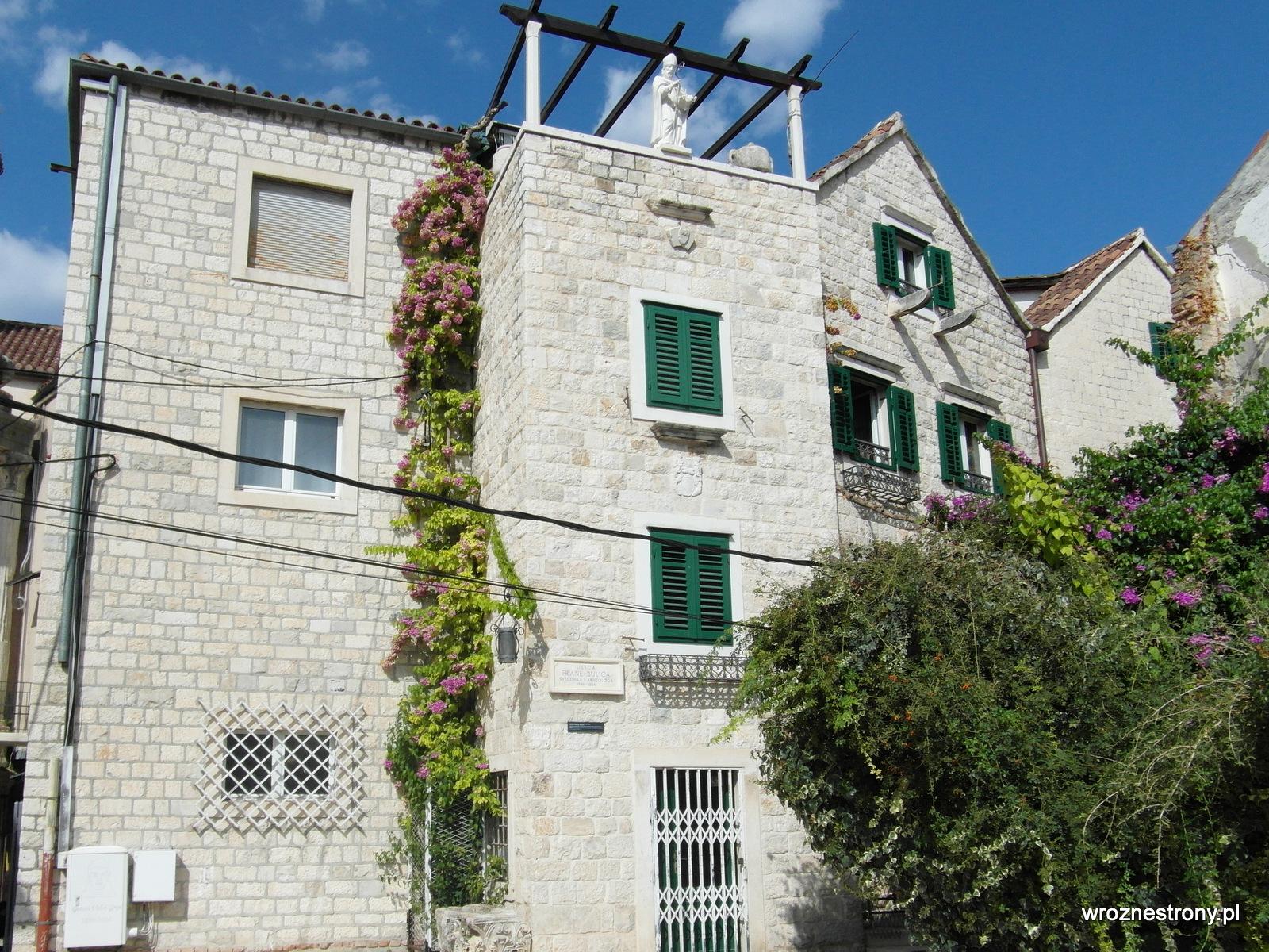 Budynki mieszkalne na terenie Pałacu Dioklecjana