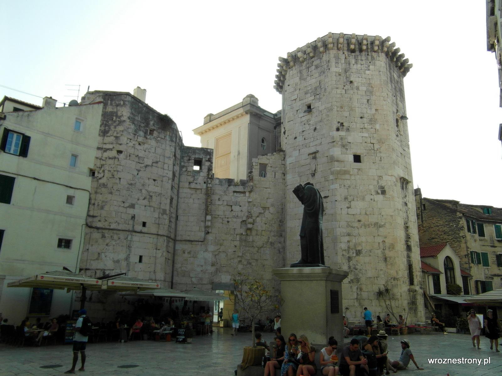 pomnik Grzegorza z Ninu (chor. Grgur Ninski)