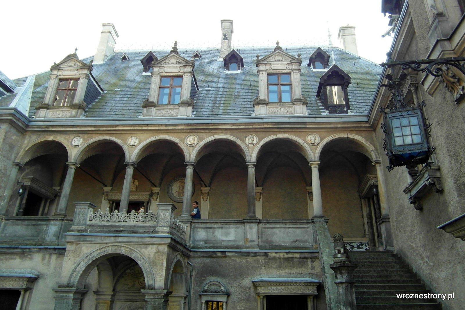 Zamek od strony dziedzińca