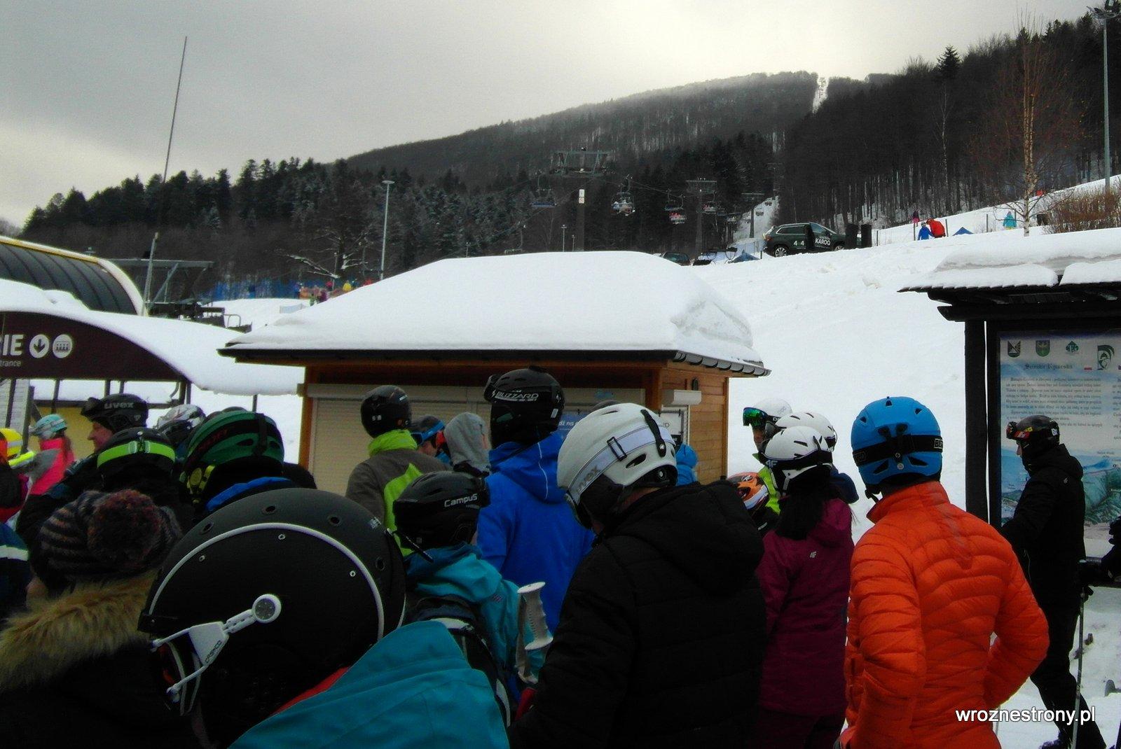 Wśród narciarzy czekających na wjazd kolejką na Czantorię