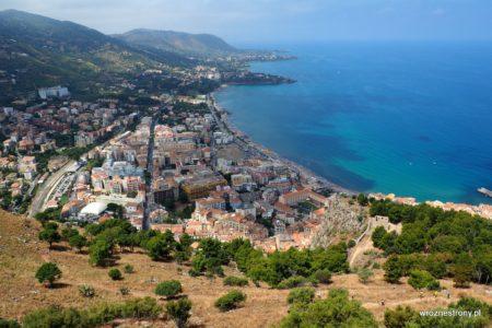 Widok na Cefalu ze szczytu La Rocca