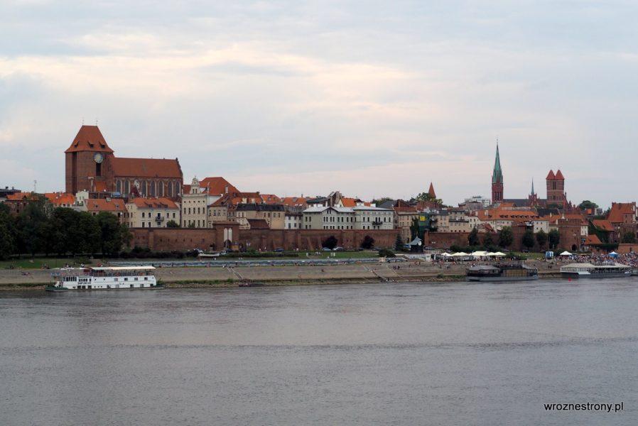 Panorama Torunia ze starego mostu