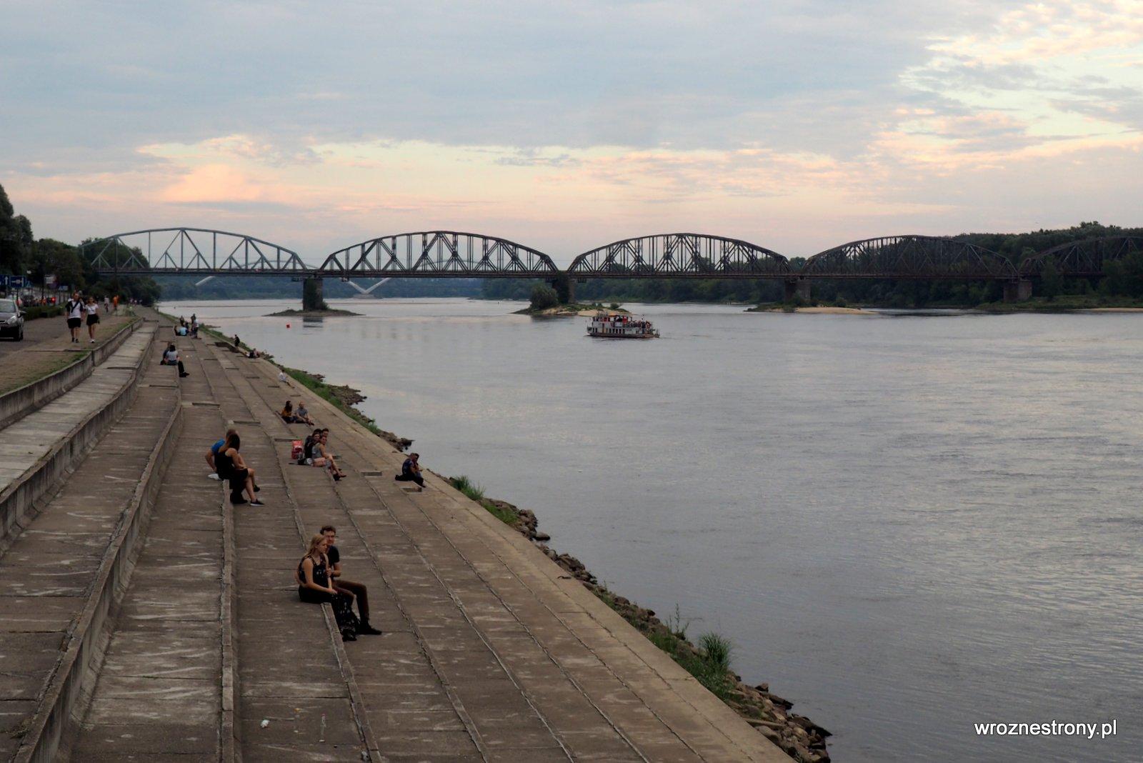 Bulwary nadwiślane w Toruniu i most kolejowy