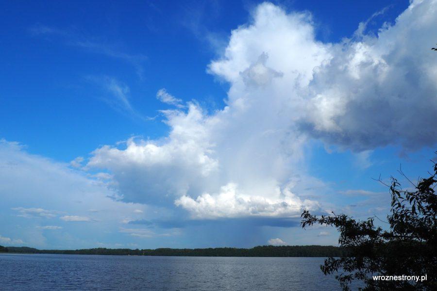 Cumulonimbus zwiastujący deszcz