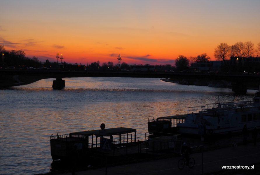 Zachód słońca nad Wisłą w Krakowie
