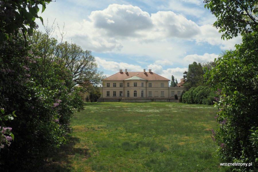 Pałac w Śmiełowie widziany z tyłu