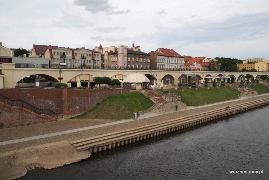Widok z mostu na bulwary w Gorzowie