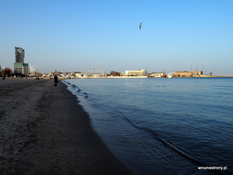 Spacer plażą, Gdynia poza sezonem
